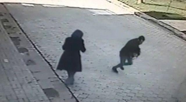 Sokakta bıçaklı gaspçı dehşeti