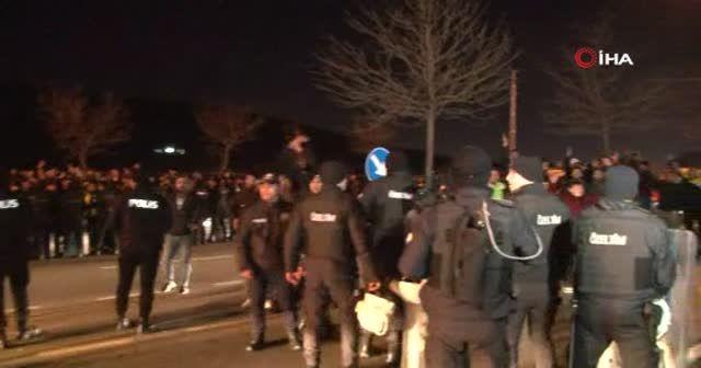 Taraftardan Fenerbahçe kafilesine yumurtalı saldırı