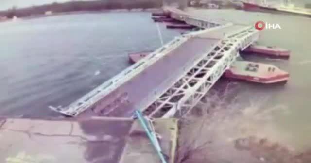 Ukrayna'da şiddetli rüzgar köprüyü yıktı