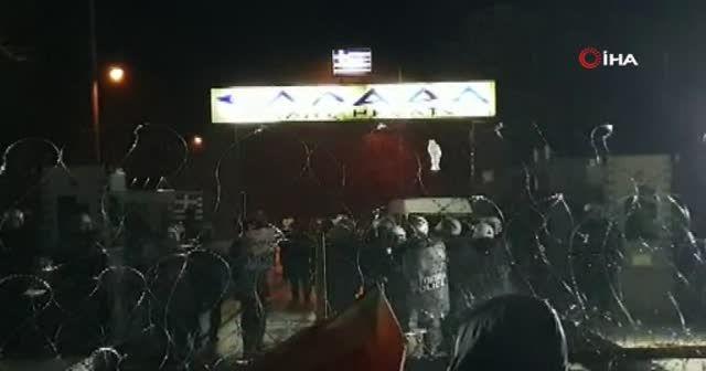 Yunanistan tampon bölgeye mültecilere karşı jiletli telle barikat kurdu