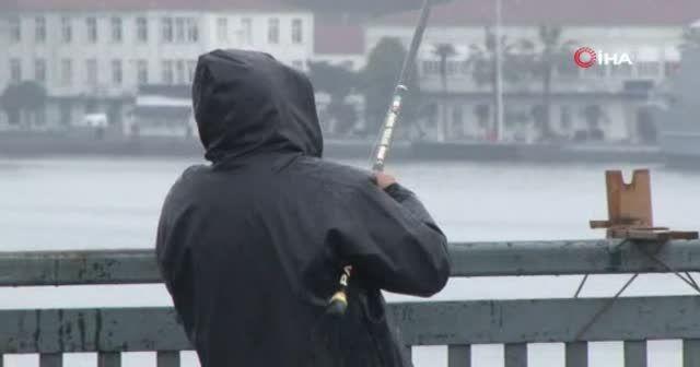 61 yaşındaki balıkçıyı yoğun yağış ve koronavirüs durduramadı