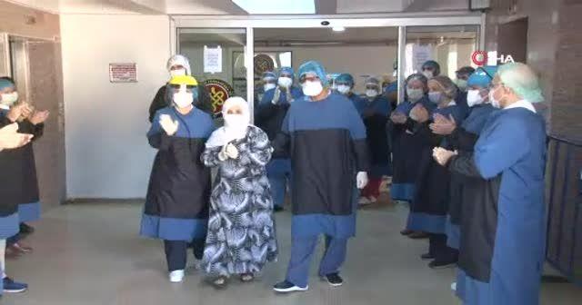 İstanbul'da koronavirüsü yenen 93 yaşındaki Alye nine alkışlarla taburcu oldu
