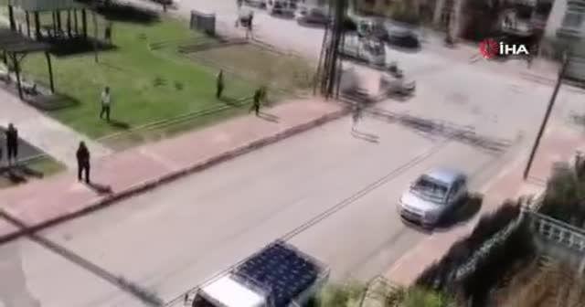 Tüpçü, kısıtlamayı dinlemeyen çocukları polis sireni çalıp 'teslim olun' diyerek korkuttu