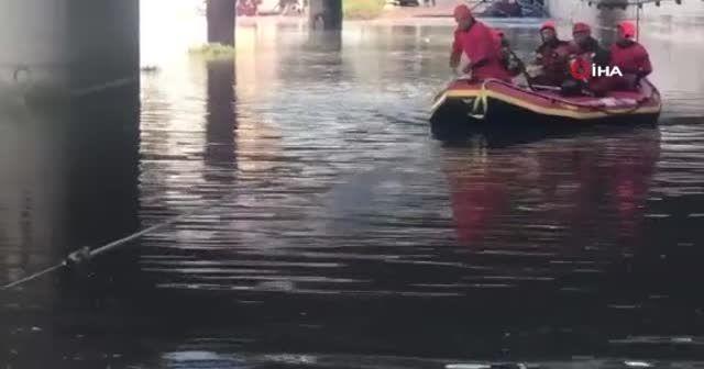 İtalya'nın Sicilya Adası'nı sel vurdu: 2 ölü