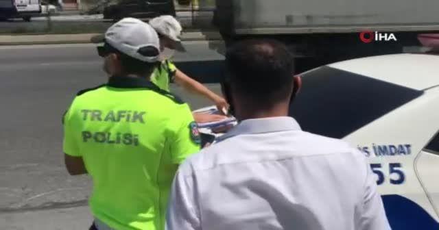 Polisin durdurduğu tıka basa dolu otobüsten 48 yolcu çıktı