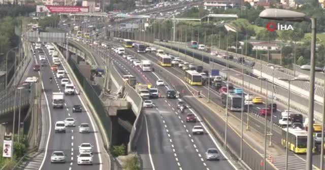 Haftanın ilk iş gününde Haliç Köprüsü'nde trafik yoğunluğu