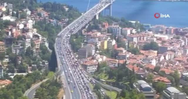 Korku dolu anlar... 15 Temmuz Şehitler Köprüsü'nde intihar girişimi