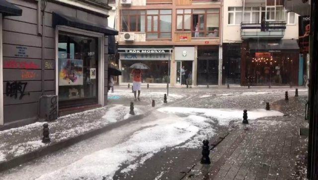 İstanbul'da dolu yağışı! Göz gözü görmedi