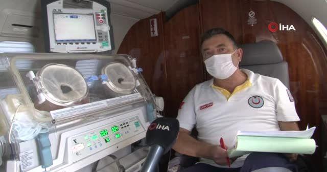 Ambulans uçakla bir günde iki bebek operasyonu