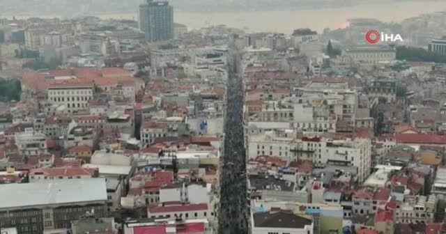 İstanbullu virüs dinlemedi! İstiklal Caddesi'nde korkutan görüntü