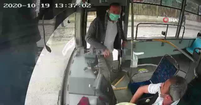 İstediği yerde inemedi, seyir halindeki otobüsün frenine bastı