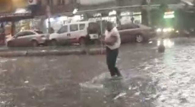 Karaköy Perşembe Pazarı'nı su bastı