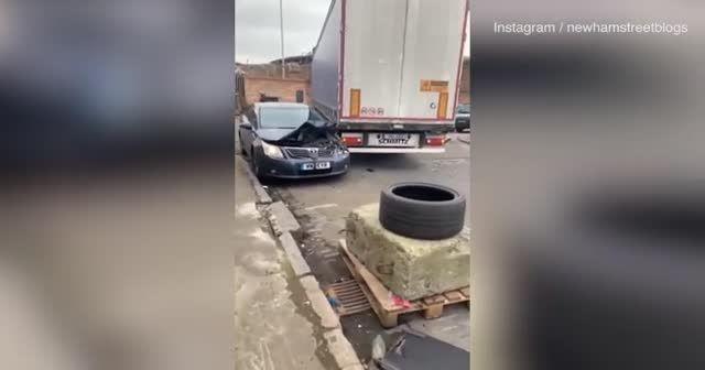 Park ettiği yere kızdı, cipiyle defalarca otomobile çarptı