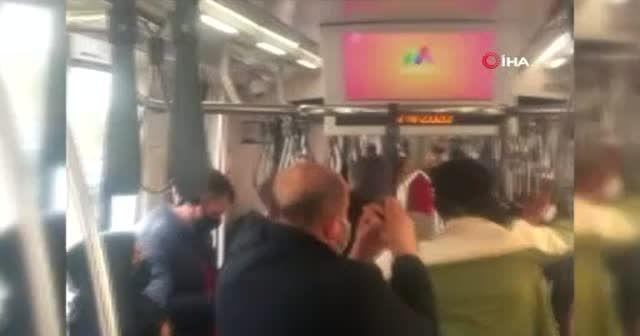 Tramvayda sosyal mesafesiz yolculuk