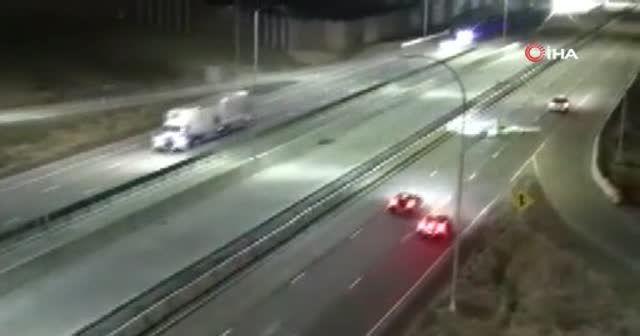 ABD'de otoyola iniş yapan küçük uçak otomobile çarptı
