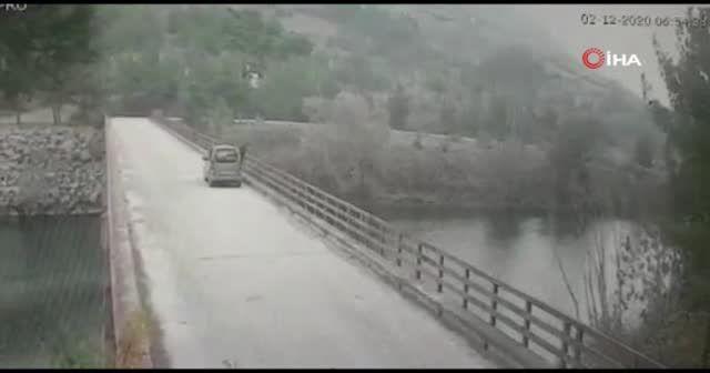 Baraj gölünde kaybolan kadının atlama anı kameraya yansıdı
