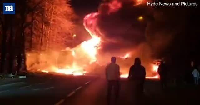 Kamyon yandı, ortalık savaş alanına döndü