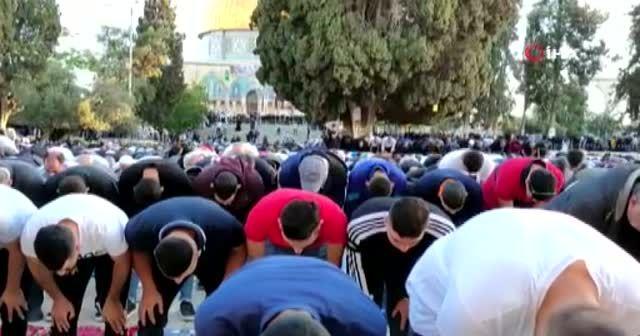 İsrail zulmü yıldıramadı: Mescid-i Aksa'da bayram namazı