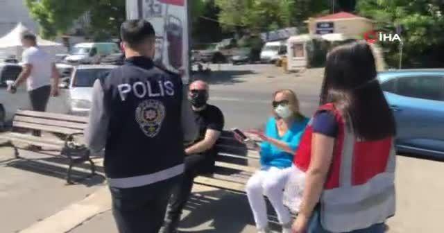 Polisi görünce giyinemeden kaçtılar